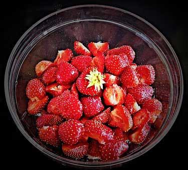 strawberries 2338649  340