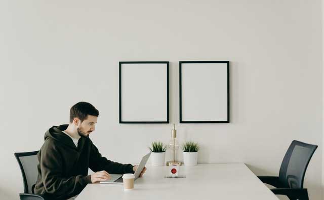 man in black long sleeve shirt sitting at table 4064828
