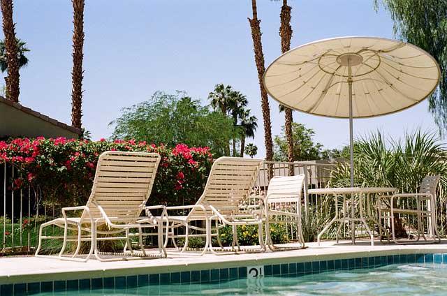 swimming pool 405927 640