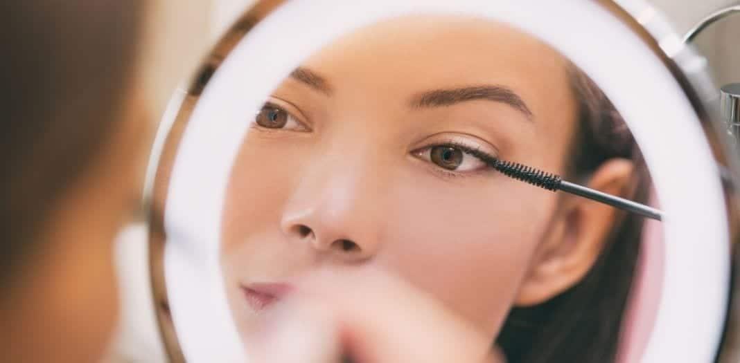 The Best Lighting for Applying Makeup