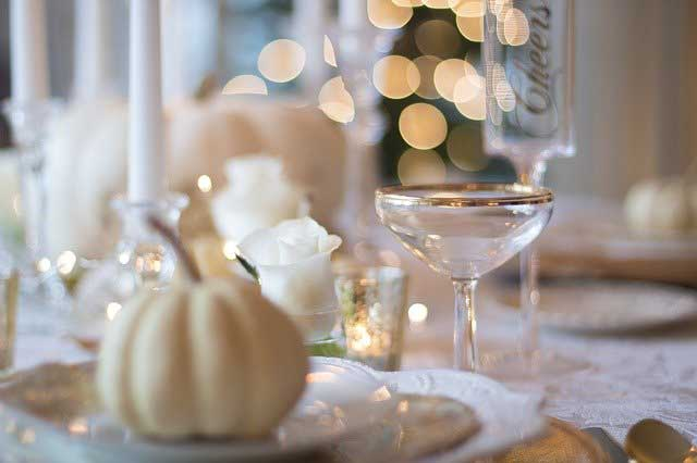 holiday table 1926946 640