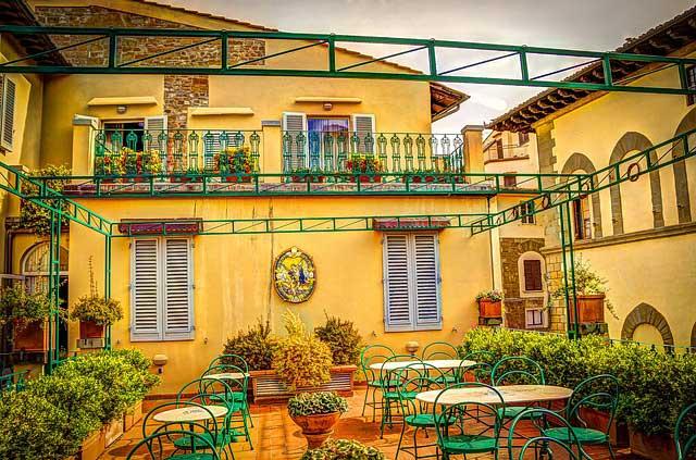 rooftop restaurant 330473 640
