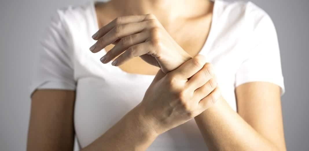 How Hairdressers Can Prevent Wrist Pain on the Job