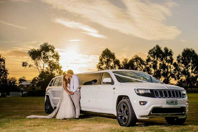5 Great Ways to Arrive in Style on Your Wedding Day